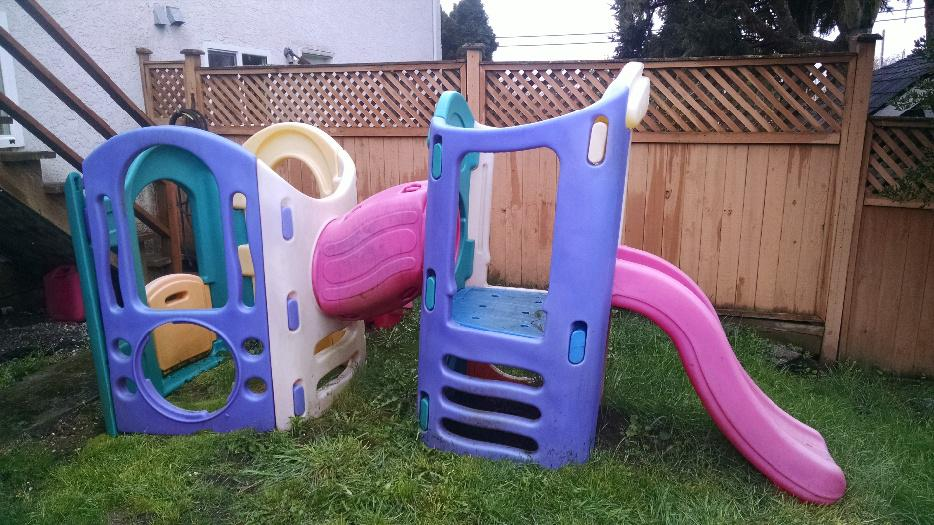 Little tikes 8 in 1 playset saanich victoria for Little tikes 8 in 1