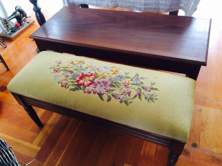 Lovely quality household collectables and furniture oak for Q furniture abbotsford