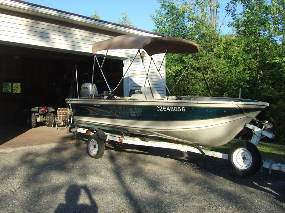 Sylvan 15 5 Aluminum Boat With 50hp Honda Engine Outside