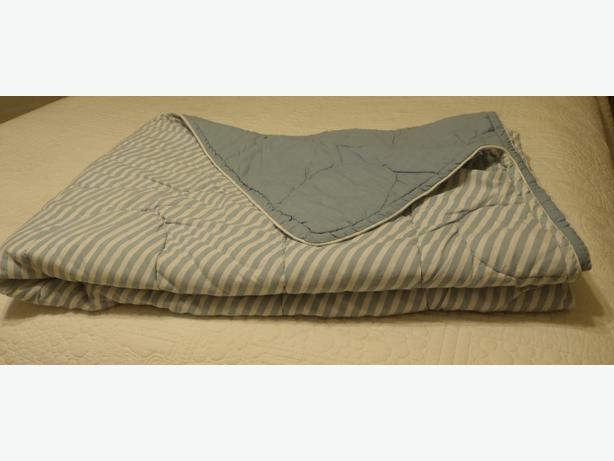 Bedspreads and comforters - Numerous sizes $10 - Cheminus