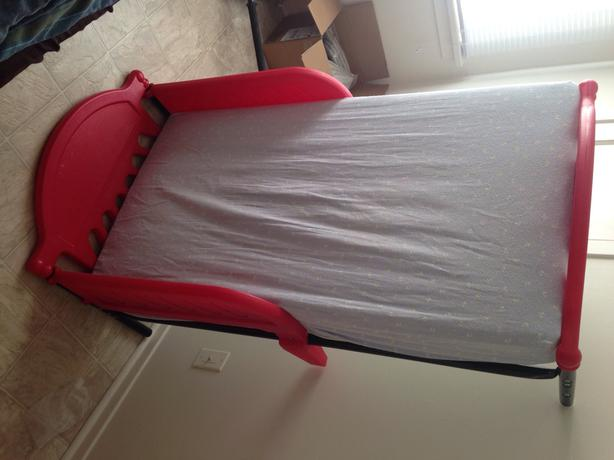 red toddler bed 2