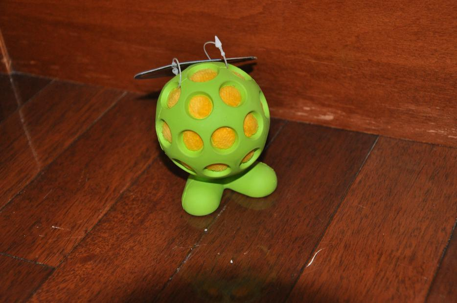 Squishy Ball With Holes : BRAND NEW DOG TOYS AND LIGHTLY USED RETRACTABLE LEASH Central Nanaimo, Nanaimo - MOBILE