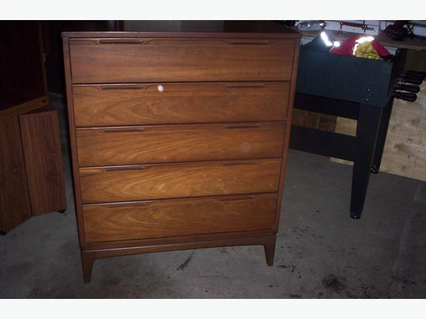 All wood chest of drawers outside nanaimo mobile