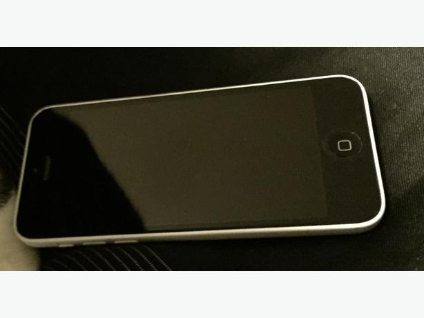 iphone 5c white/black 16 GB Charlottetown, PEI