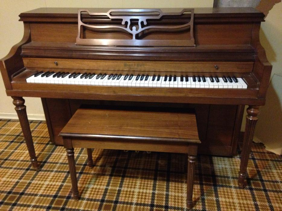 Apartment size piano with bench south regina regina for Small upright piano dimensions