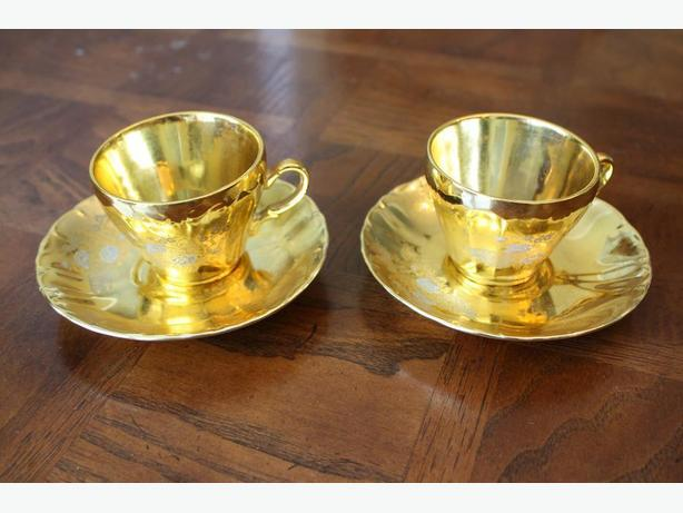 Vintage! A Pair of Japanese Gold Demitasse Cups and Saucers Sets