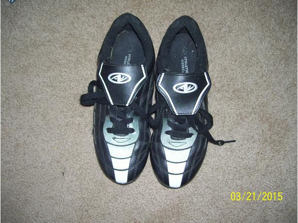 Men's Size 6 Soccer cleats  LIKE NEW