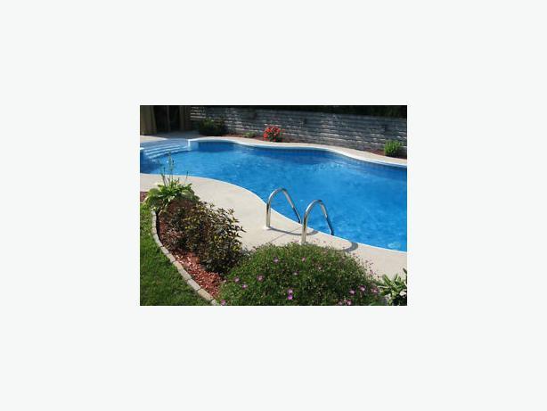 Beau 3 chambres coucher avec piscine creus e plateau for Piscine creusee