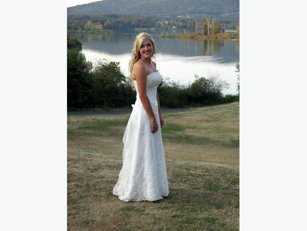 REDUCED PRICE - Maggie Sottero wedding dress for sale in Cow Bay