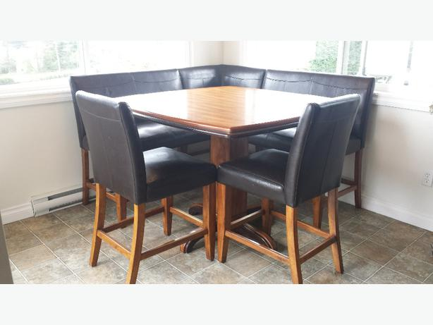 Pub Style Kitchen Table And Chairs And Corner Benches.