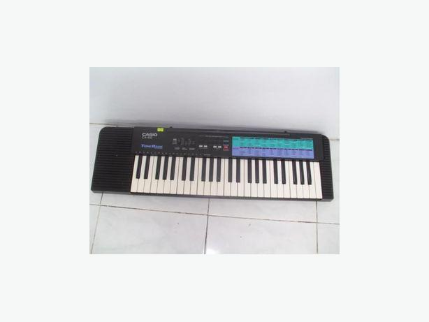 keyboard stand adustable w casio ca 100 keyboard beginners guide courtenay comox valley. Black Bedroom Furniture Sets. Home Design Ideas