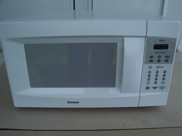 kenmore quick touch microwave. kenmore quick touch microwave-1100 watts-20 in by 14 12 high.good working condition microwave q