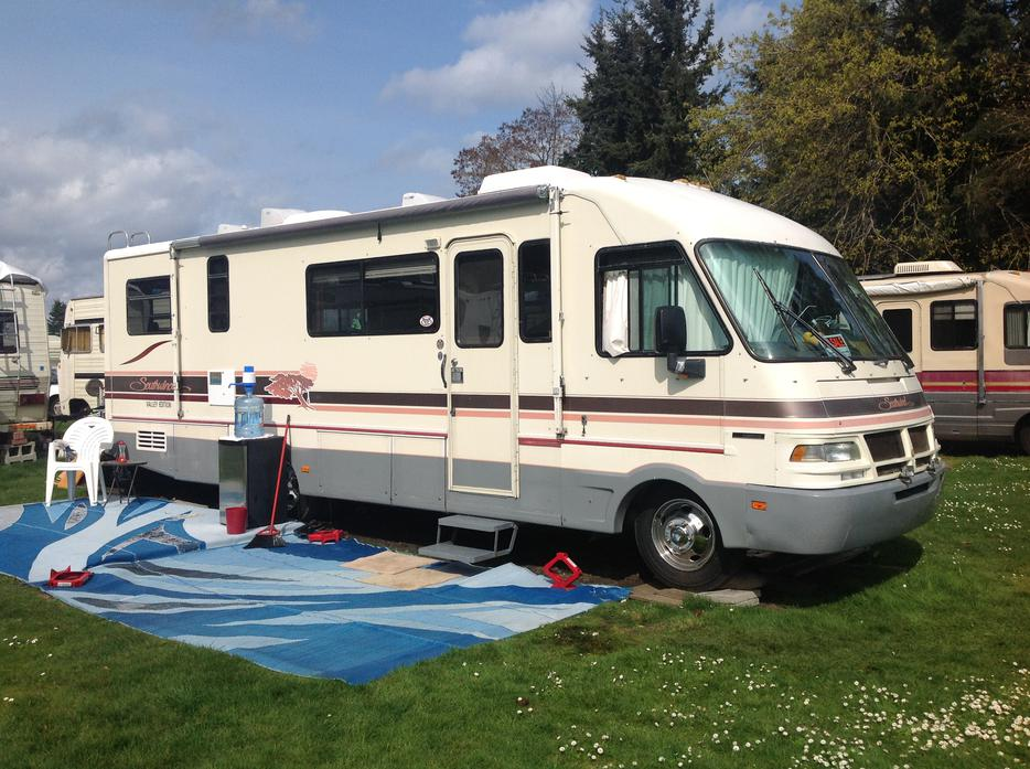 mobile homes for sale kamloops bc with 1992 30 Ft Fleetwood Motorhome For Sale 24774466 on Orphan Trusses For Sale All 50 Off Or More 25337051 also 2007 Takena 1860 Travel Trailer  25059635 furthermore 1987 Travelaire 22908660 likewise Class C RV For Sale Needs Work 25297788 furthermore 18 Ft 5th Wheel 28049829.