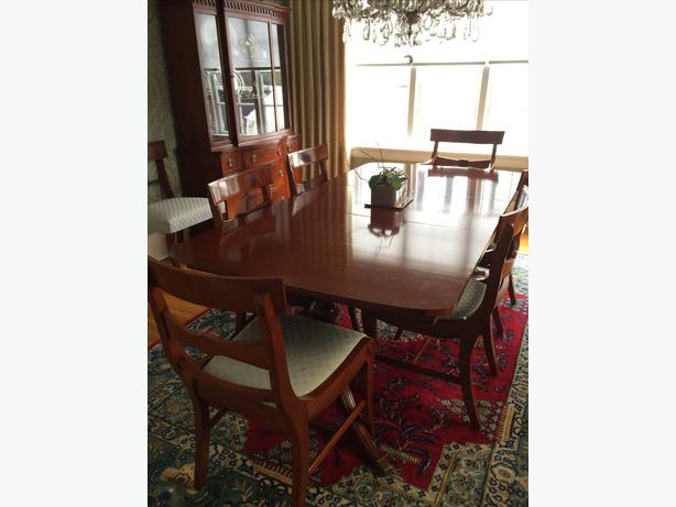 Duncan phyfe table and 8 chairs victoria city victoria for Dining table without chairs