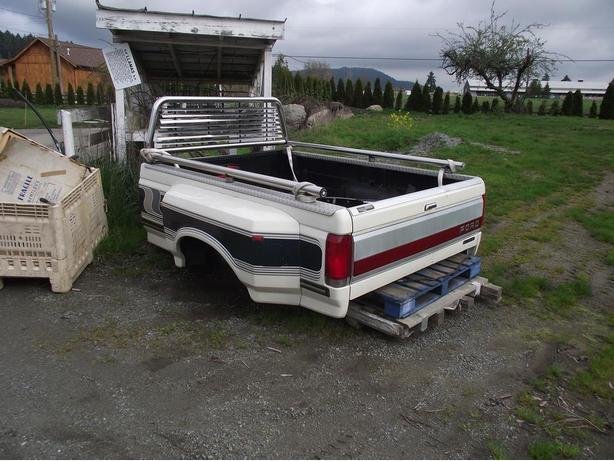 1989 AND NEWER CENTURION DUALLY BOX NO RUST WITH REAR BUMPER MUST SEE!!!!