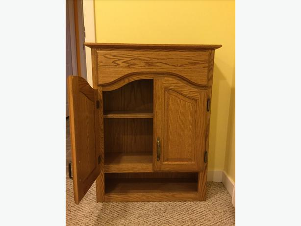 wall mounted oak bathroom cabinet in excellent condition barely used