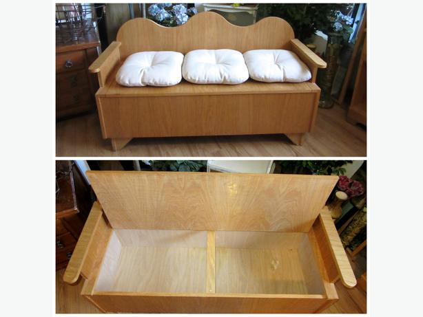 Compact wood couch with storage for blankets toys bedroom for Living room blanket storage