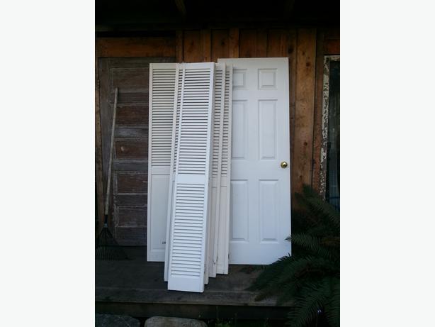 Bifold doors interior door victoria city victoria for 15 inch wide closet door