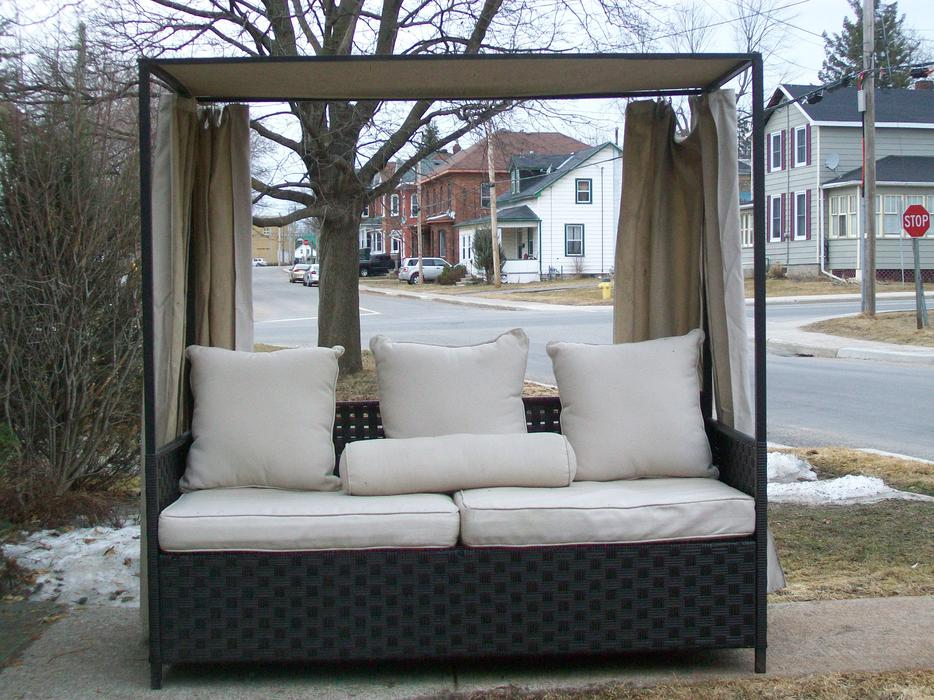 Outdoor resin wicker sofa daybed with canopy rideau for Outside daybed with canopy
