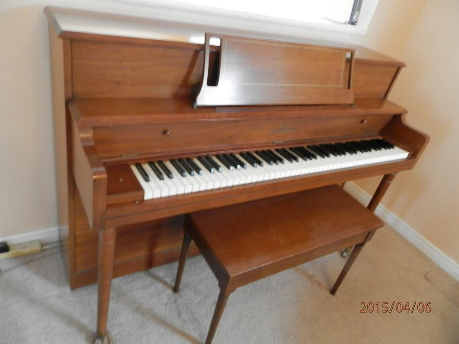Piano apartment size nepean gatineau for Small piano dimensions