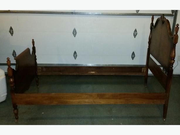 1928 Twin Bed Frame North American Furniture Co Victoria City Victoria
