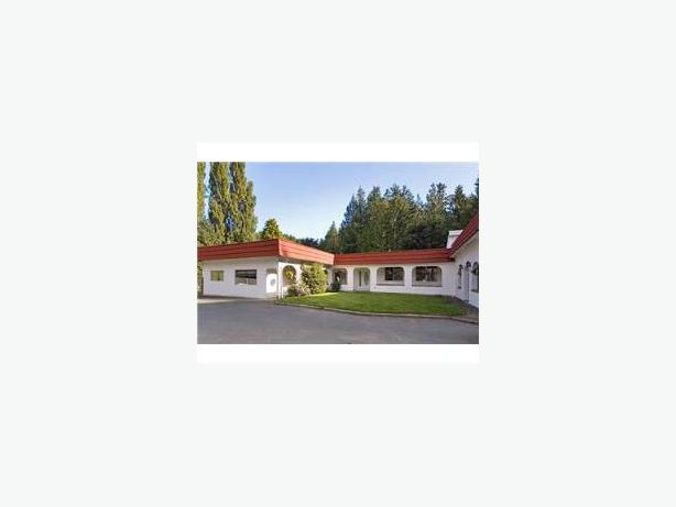 5 living spaces 5 000 sq feet with 5 acres west shore for 5000 sq ft to acres