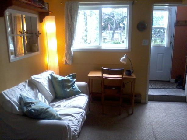 Sunny Quiet One Bedroom Suite With Garden Saanich Victoria