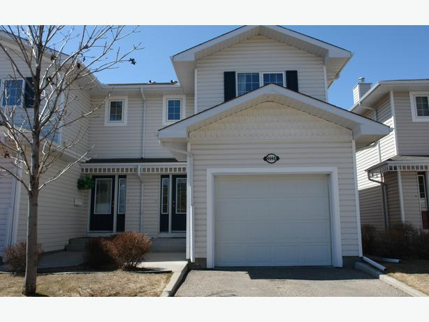 Executive 1216 Sq Ft 3 Bedroom Condo With Attached Garage