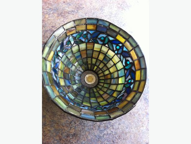 Small QUOIZEL tiffany style lamp shades-Set of 3 Central Saanich ...