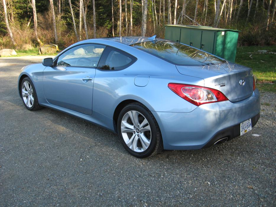 2010 hyundai genesis 2 door coupe outside alberni valley alberni. Black Bedroom Furniture Sets. Home Design Ideas
