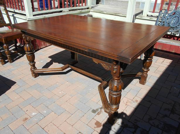 1900S OAK JACOBEAN HEAVY CARVED DINING TABLE WITH 6 CHAIRS