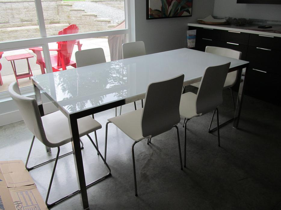 Modern ikea table with six chairs south nanaimo nanaimo for Table 6 personnes ikea