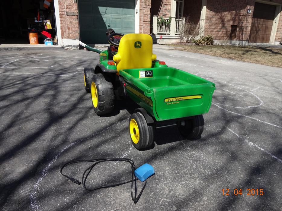 peg perego john deere ground force 12 volt tractor ride. Black Bedroom Furniture Sets. Home Design Ideas