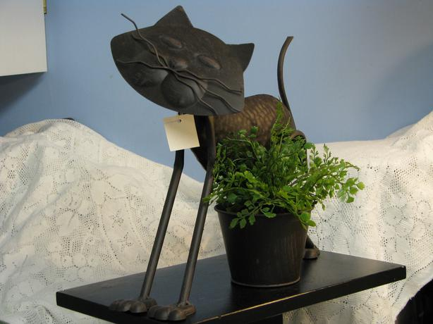 DECORATIVE METAL PLANT HOLDERS (CAT & TAP)