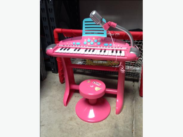 Kids Piano And Stool North Nanaimo Parksville Qualicum Beach