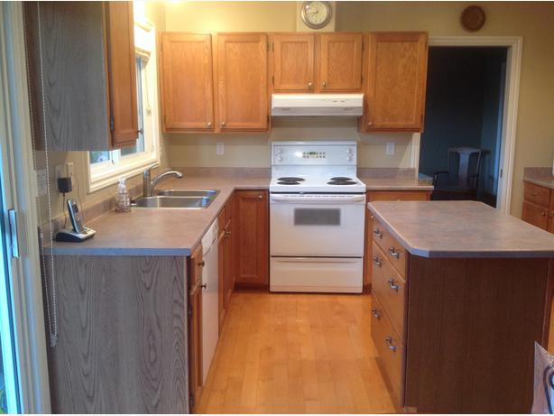 Kitchen cabinets and island north nanaimo parksville for Kitchen cabinets vernon bc