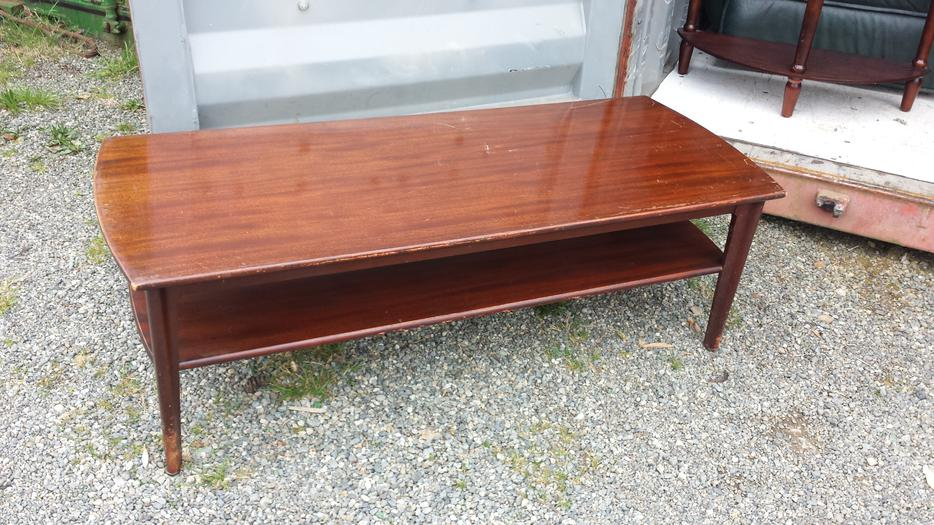 Gibbard wooden coffee table central nanaimo parksville for Coffee tables kelowna