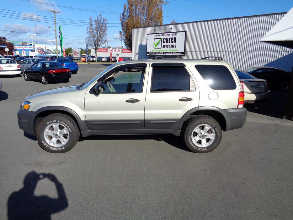 check out this 05 ford escape xlt all wheel drive auto only 130km very clean outside nanaimo. Black Bedroom Furniture Sets. Home Design Ideas