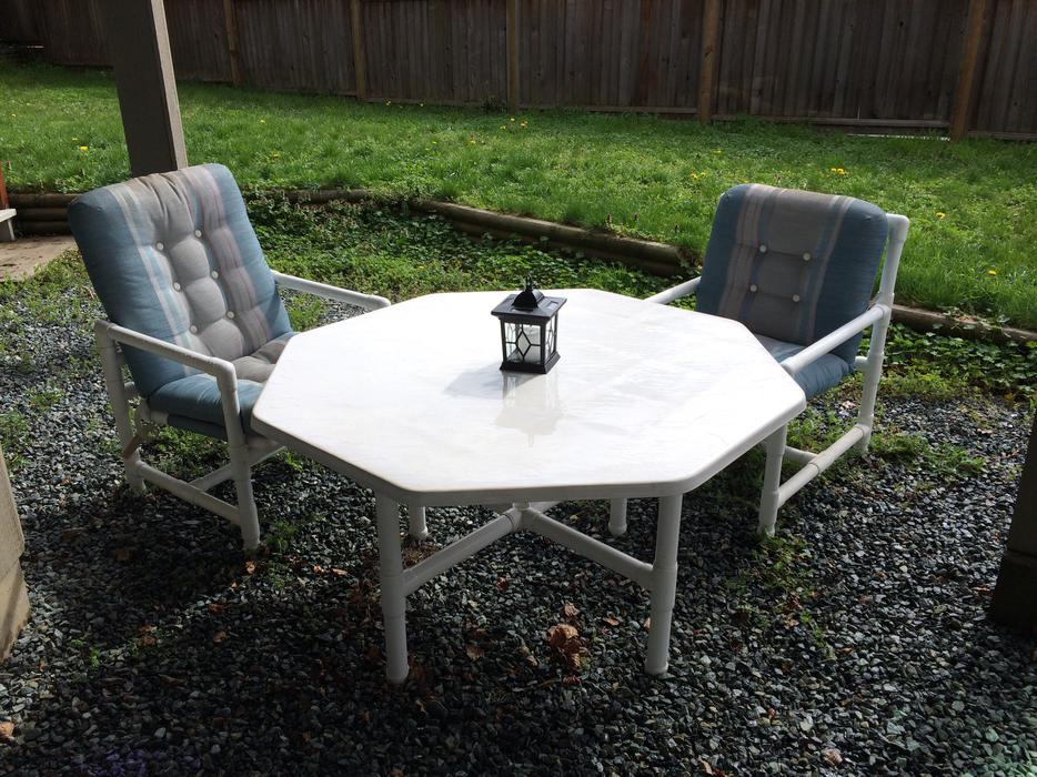 Outdoor table and chairs saanich victoria mobile for Outdoor furniture victoria bc