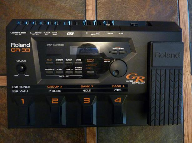ROLAND GR-33 GUITAR SYNTH AND GK-3 PICK UP