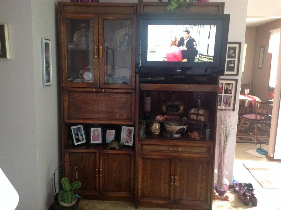 2 Piece Solid Oak Wall Unit North Regina Regina MOBILE