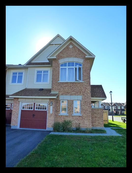 Luxury executive town home end unit on corner lot in for Garage ad orleans