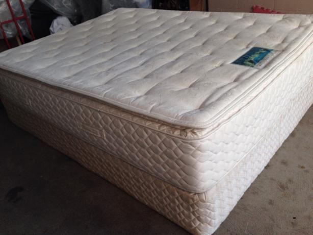 Pillow Top Serta Queen Size Bed Victoria City Victoria