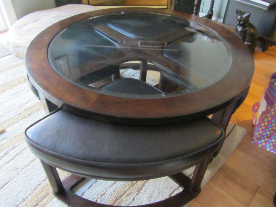 Round ashley table with 4 seats north nanaimo nanaimo for 120 round table seats how many
