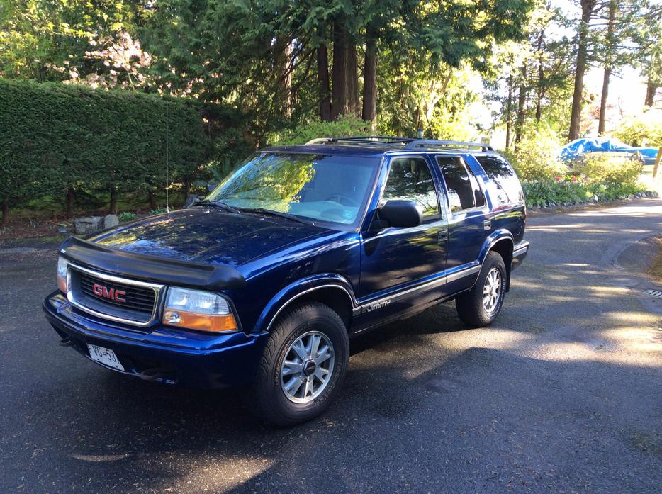reduced 2002 gmc jimmy sls 4x4 4 door central saanich victoria mobile. Black Bedroom Furniture Sets. Home Design Ideas