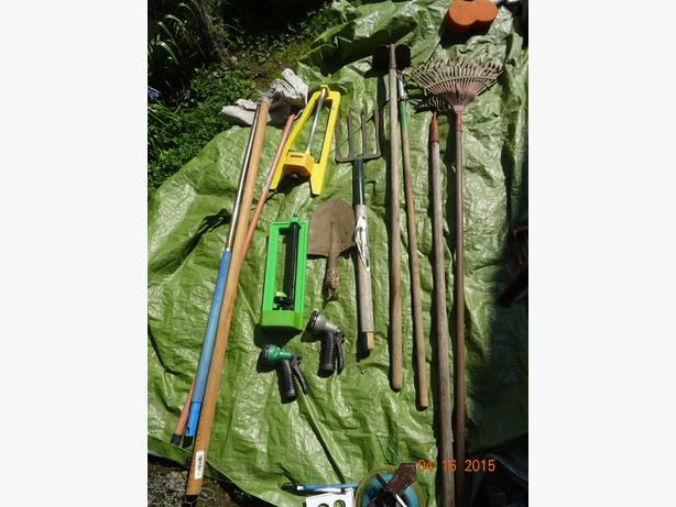 Garden tools saanich victoria for Gardening tools required