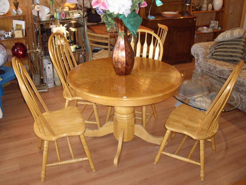 42quot Round Wood Pedestal Dining Table 4 Chairs Outside  : 46201319934 from www.usednanaimo.com size 799 x 599 jpeg 73kB