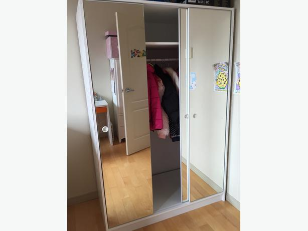 Ikea mirrored wardrobe 3 doors victoria city victoria mobile - Ikea armoire with mirror ...
