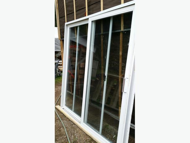 White vinyl sliding patio door south nanaimo nanaimo for 6 foot sliding patio door
