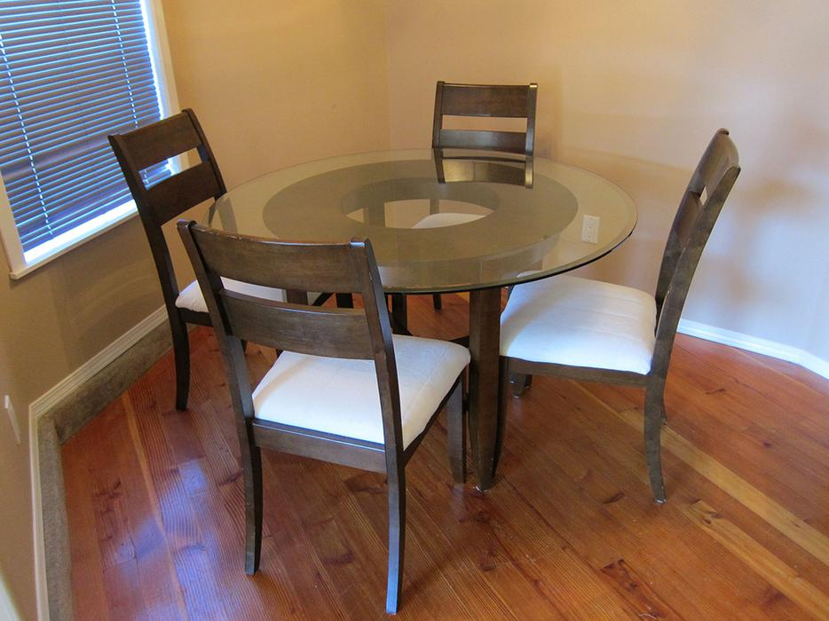 Dining room table four chairs outside nanaimo for Dining room tables kelowna